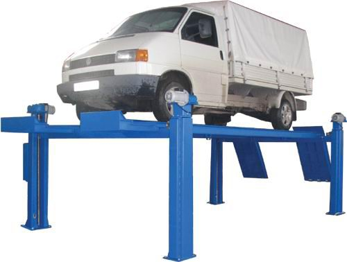 Подъемник обеспечивает подъём любых автомобилей снаряженной массой до 5 тонн.