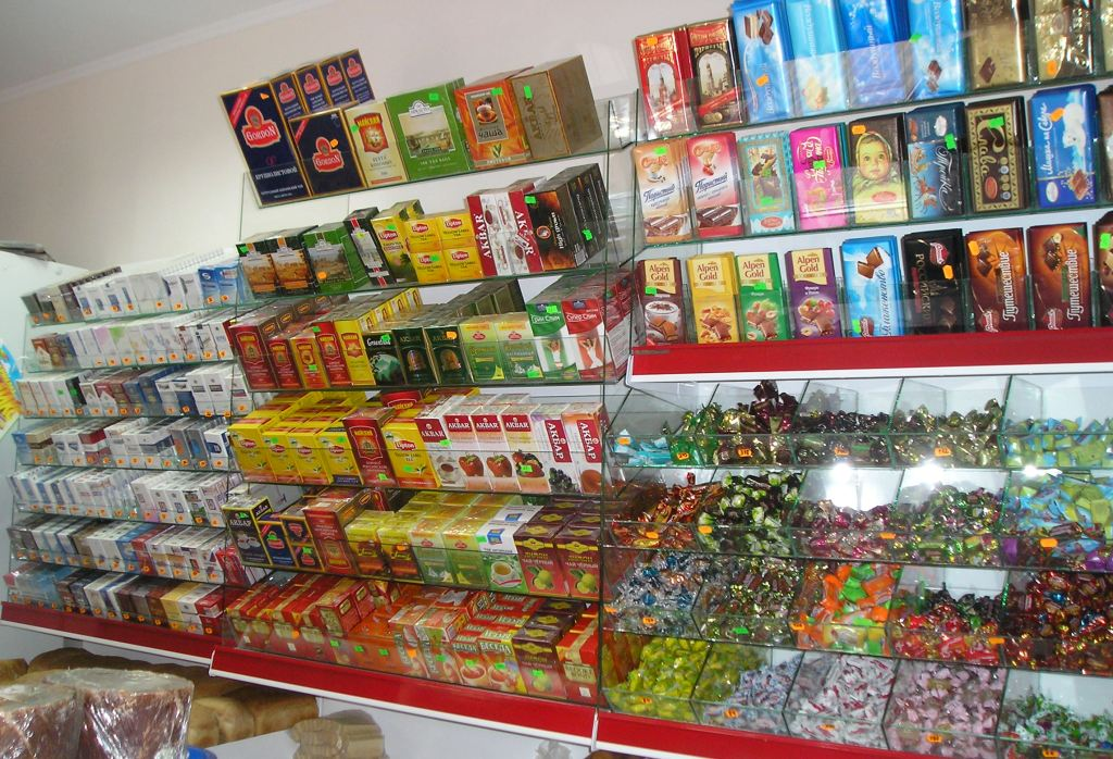 торговый оборудования кубики для конфеты фото шары, подарки смайлики