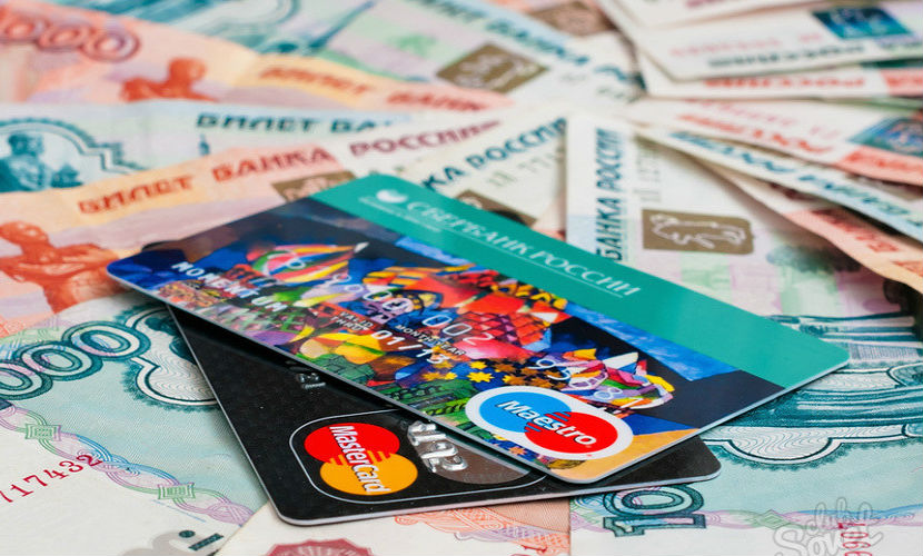 Жители России впервый раз стали реже снимать деньги сбанковских карт