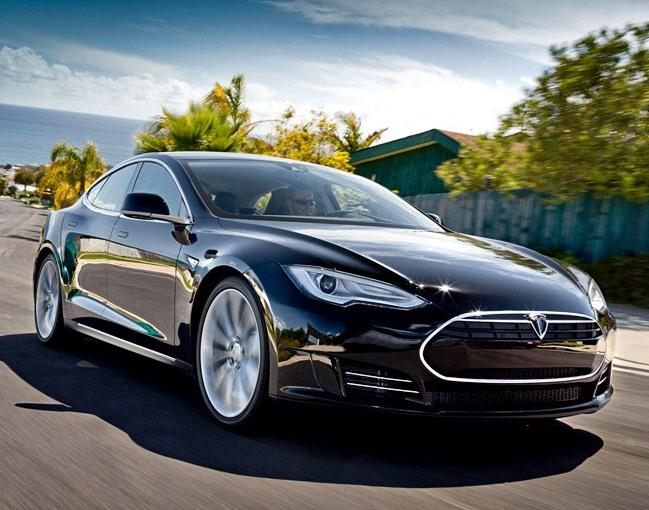 После первого смертоносного ДТП сучастием Tesla продажи авто возросли на70%