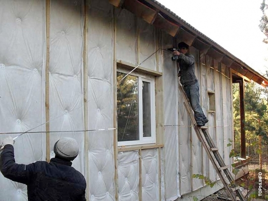 Как крепить утеплитель к наружной стене дома.