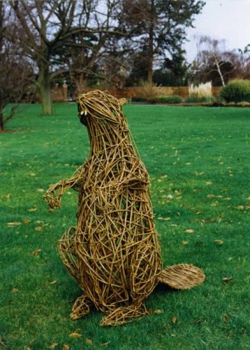 Плетение из лозы - занимательное и творческое занятие.  Увлекаться им можно живя не только в сельской местности...